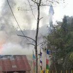 इलामको माइपोखरीमा आगलागी, तीन घर जलेर नष्ट, नियन्त्रणको प्रयास जारी