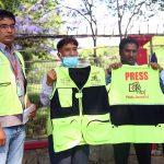 राष्ट्रिय फोटो पत्रकार समूहका फोटो पत्रकारलाई प्रेस ज्याकेट सहयोग