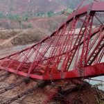 निर्माणाधीन पुल उडायो
